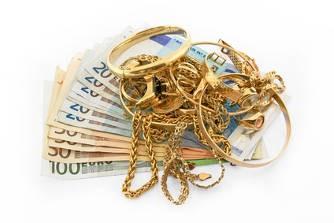 Des bijoux, des anneaux, des colliers, du vieil or, des médailles contre argent liquide